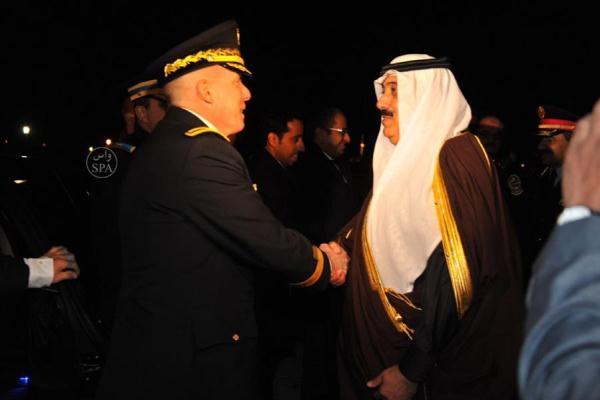 وزير الحرس الوطني لحظة وصوله إلى قاعدة