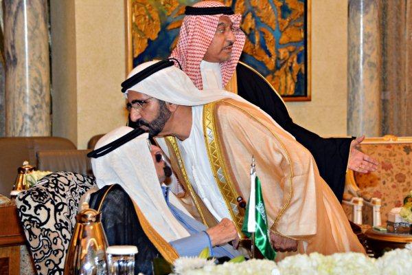 العاهل السعودي الملك عبدالله بن عبدالعزيز مستقبلًا الشيخ محمد بن راشد