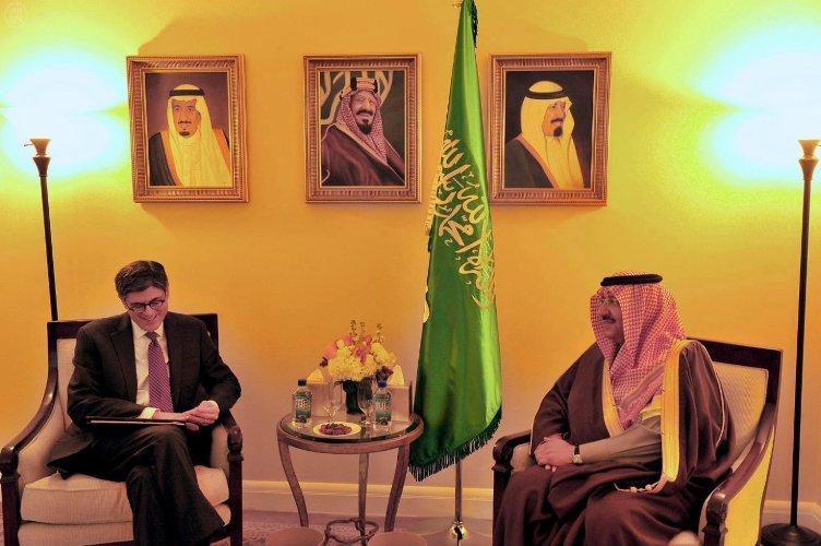 الأمير محمد بن نايف وزير الداخلية السعودي مستقبلا في مقر إقامته بواشنطن وزير الخزانة الأميريكي (واس)