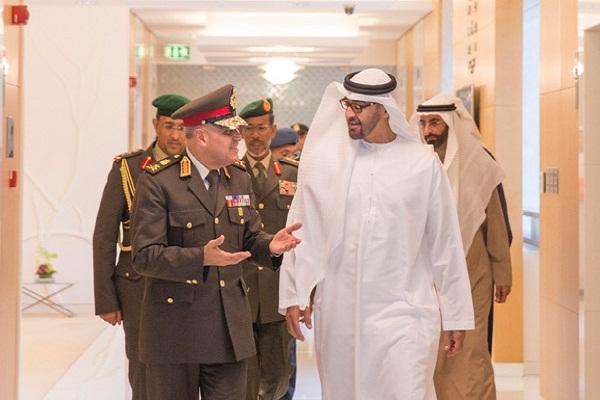 الشيخ محمد بن زايد والفريق صدقي صبحي خلال زيارة صبحي الاخيرة للامارات