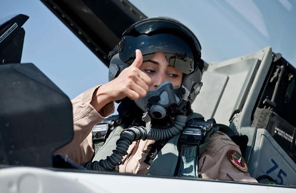 الرائد الطيار الإماراتية مريم المنصوري