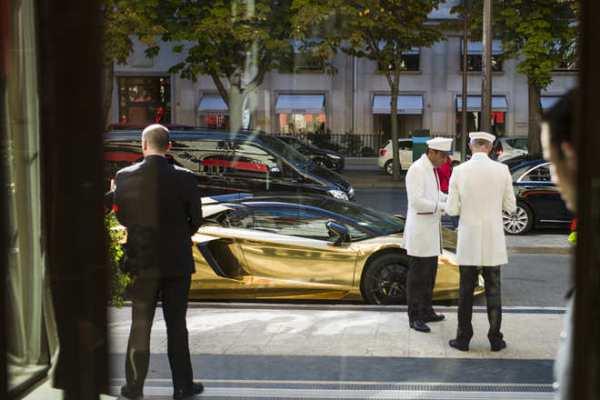 سيارة سعودية مطلية بالذهب