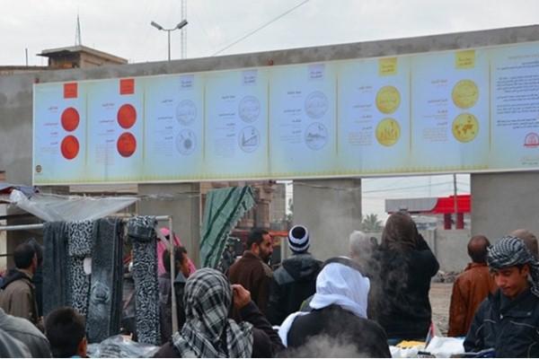 موصليون يطلعون على شرح علقه تنظيم داعش