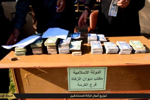 داعش يوزع أموال الزكاة في الفلوجة