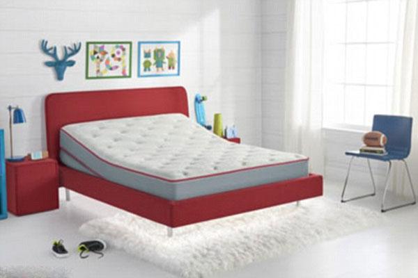 سرير يساعد الأطفال على النوم والأهالي على التحكم بنوم أبنائهم