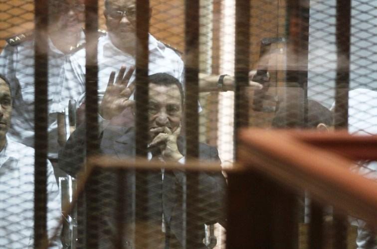 محكمة النقض المصرية تقضي باعادة محاكمة حسني مبارك في قضية اختلاس اموال عامة