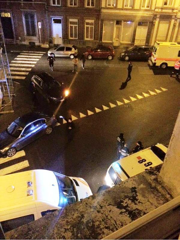 الشرطة البلجيكية خلال المداهمة - صورة من تويتر