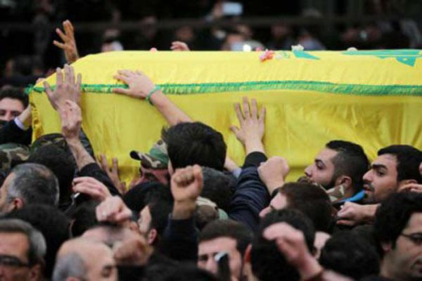 حزب الله يشيّع أحد عناصره الذين سقطوا في الغارة الإسرائيلية
