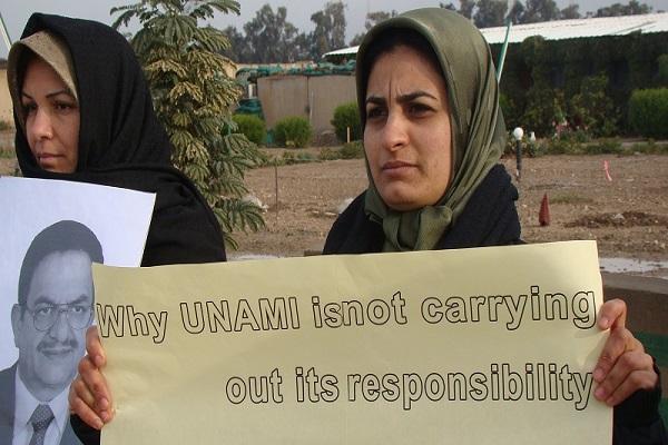 لاجئتان ايرانيتان تحتجان ضد الحصار الطبي على مخيمهن الحرية ليبرتي