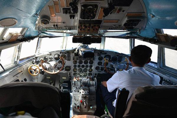 لا توجد أدوات مساعدة رقمية في قمرة قيادة طائرات