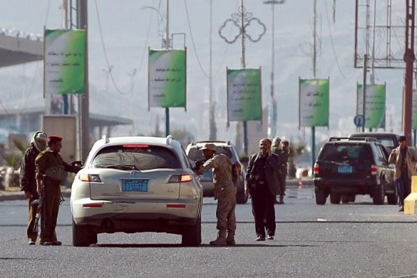 حاجز للجيش اليمني قرب القصر الرئاسي