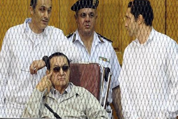 مبارك ونجلاه اثناء القضية ـ صورة ارشيفية