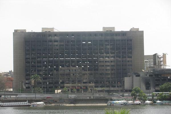 مقر الحزب الوطني بعد إحراقه خلال ثورة 25 يناير