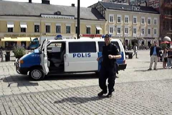 """السويد تتأهب على وقع تهديدها بـ """"حمّام دم"""""""