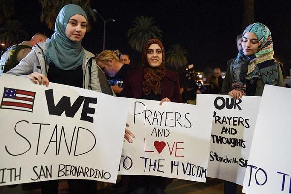 مسلمات يتعاطفن مع ضحايا المجزرة