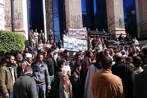 المتظاهرون اتهموا الحكومة بالتقصير (عدسة إيلاف)