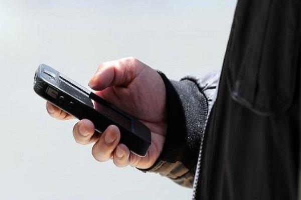 المسؤولون الإيرانيون بلا هواتف ذكية