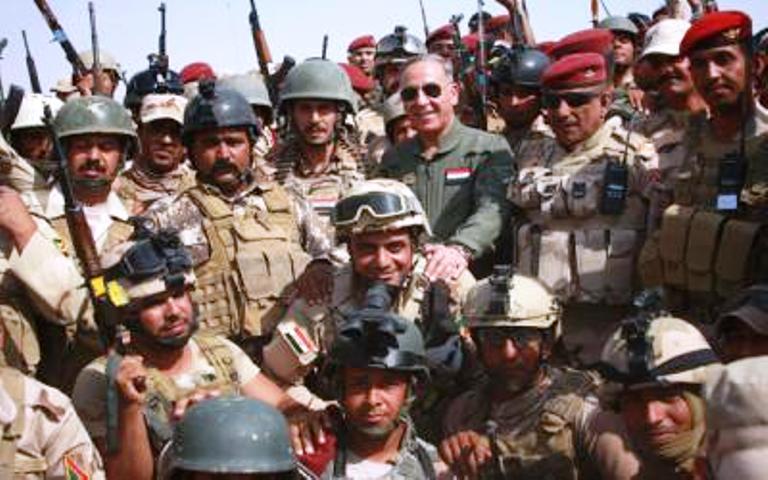 وزير الدفاع العراقي بين مقاتلي الجيش في قاطع عمليات الانبار