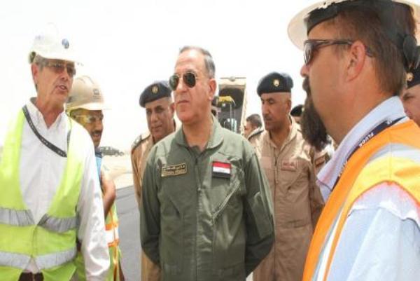 وزير الدفاع العراقي متفقدا قاعدة بلد الجوية لاستقبال طائرات أف 16