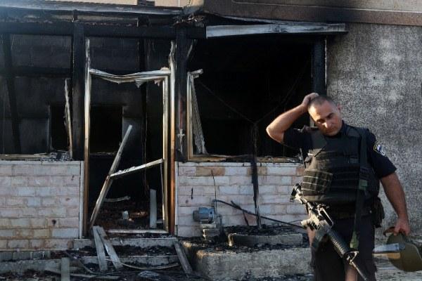 المنزل الذي أضرم فيه النار