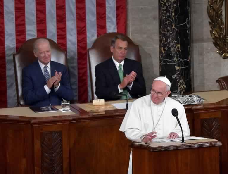 البابا يخطب في الكونغرس: لنتيقّظ من الأصولية !