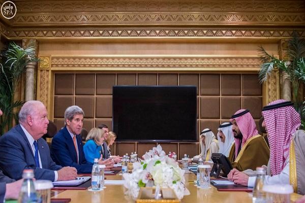 الأمير محمد بن سلمان خلال اجتماعه مع جون كيري