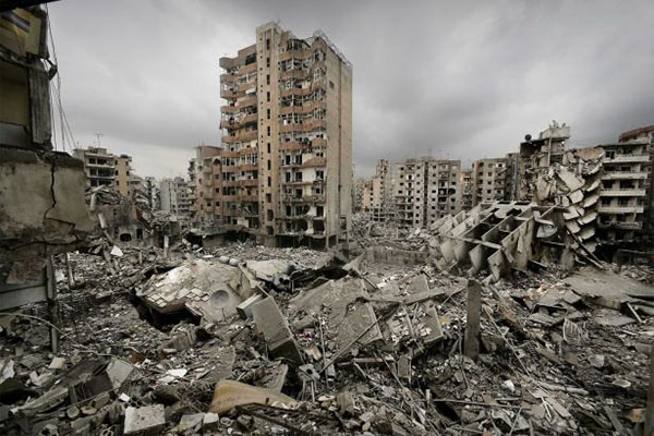 دمار في بيروت خلفته الحرب الإسرائيلية في يوليو 2006