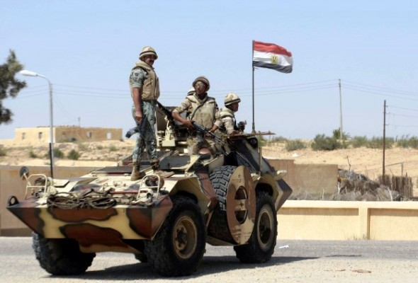 مدرعة وجنود مصريون في سيناء - أرشيفية