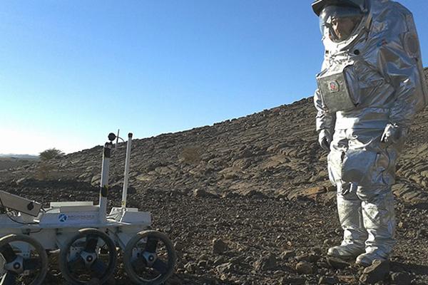 إرسال البشر إلى المريخ بحلول ثلاثينات القرن وإعادتهم سالمين إلى الأرض