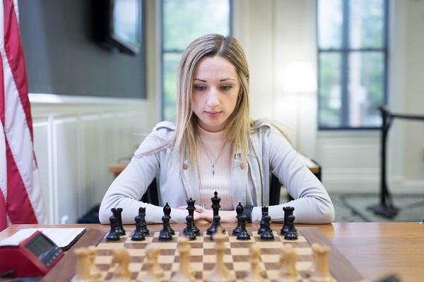 بطلة الشطرنج النسائية الأميركية نازي بايكيدز