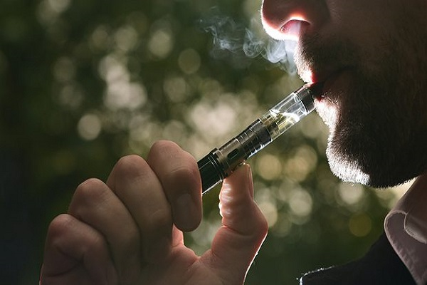 منظمة الصحة العالمية تدعو الى منع استخدام السجائر الالكترونية