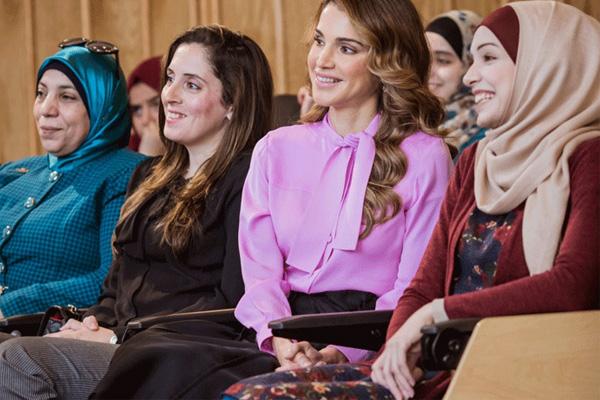 الملكة رانيا خلال مشاركتها في الحلقة النقاشية