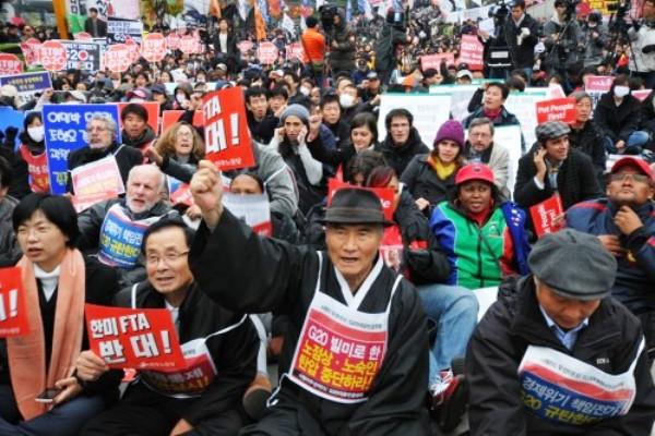 نشطاء مناهضون لقمة العشرين يتظاهرون في سول - أرشيفية