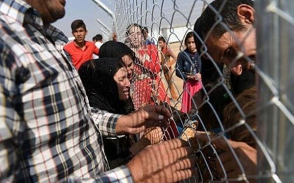 نازحون في مخيم الايواء قرب الموصل