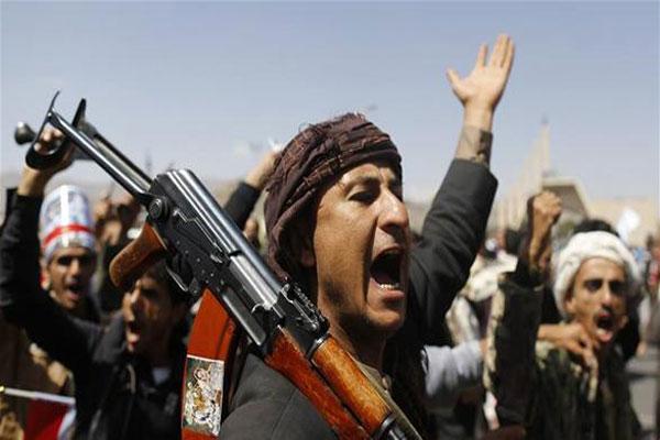 مقاتلون من ميليشيا الحوثي