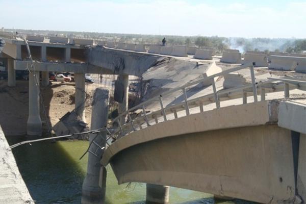 عزل جانبي الموصل بتدمير آخر جسورها تمهيدًا لاقتحامها