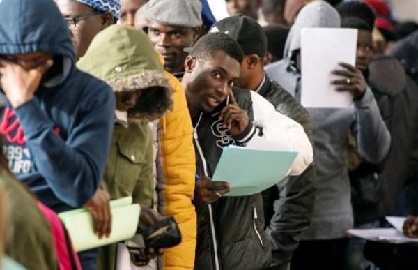 مهاجرون أفارقة بصدد تسوية وضعايتهم في المغرب