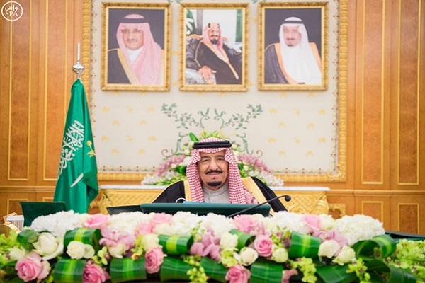 العاهل السعودي الملك سلمان خلال ترؤسه جلسة مجلس الوزراء