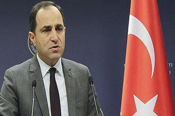 الناطق باسم الخارجية التركية خلال مؤتمره الصحافي