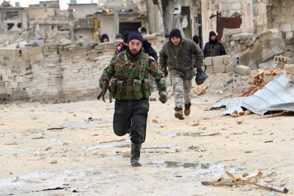 مقاتلو الجيش السوري الحر في المعارك على مدينة حلب