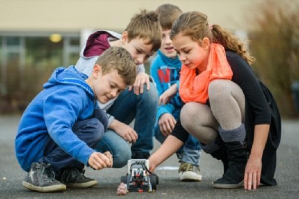اختراع روبوت يجمع روث الكلاب في ألمانيا