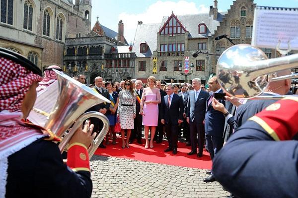 ملكا الاردن وبلجيكا وزوجتيهما يستمعان لموسيقات الجيش الاردني