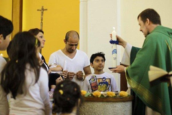 مسلمون يعمدون في كنيسة ألمانية (أرشيف)