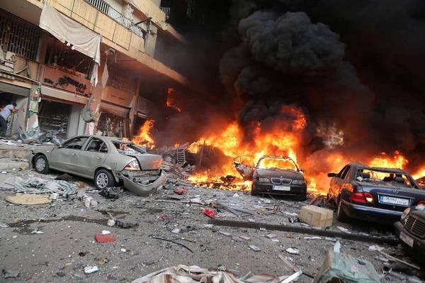 النيران تشتعل بسيارات المدنيين إثر تفجير الكرادة