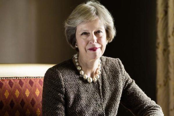 تيريزا ماي: السياسة تحتاج الى نساء صعبات المراس