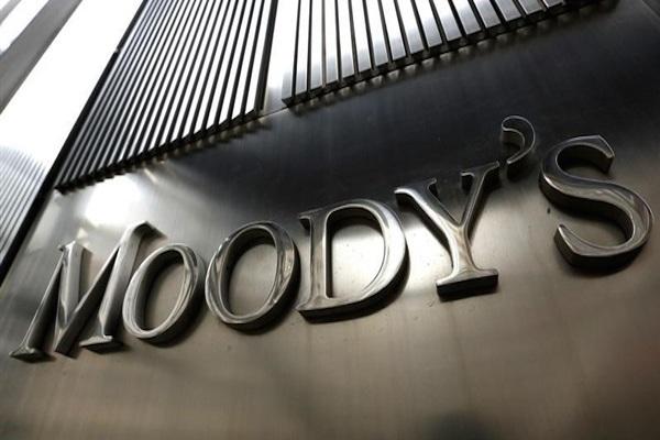 وكالة موديز تهدد بخفض تصنيف 17 مصرفا تركيا