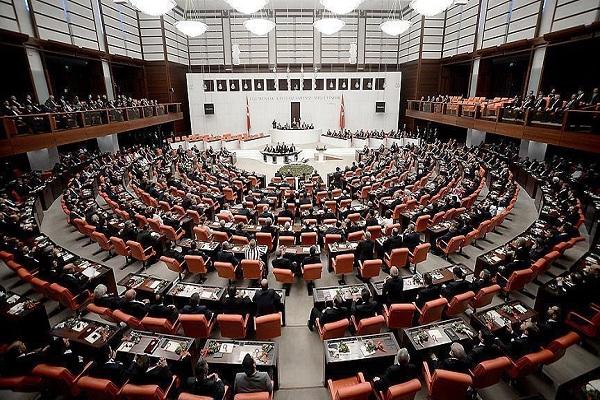 عرض اعلان الطوارىء على البرلمان التركي