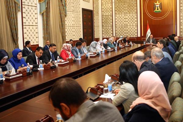 العبادي مجتمعا مع اعضاء مجلس محافظة نينوى