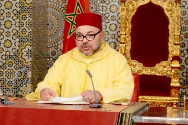 الملك محمد السادس ملقيا الخطابالذي وجهه الجمعة إلى الأمة بمناسبة الذكرى السابعة عشرة لعيد الجلوس