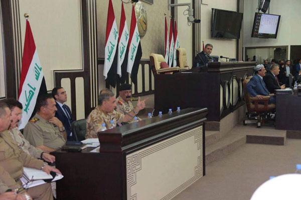 وزير الدفاع العراقي خالد العبيدي واركان وزارته خلال استجوابه امام البرلمان